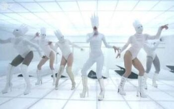 Lady Gaga – Bad Romance (8)